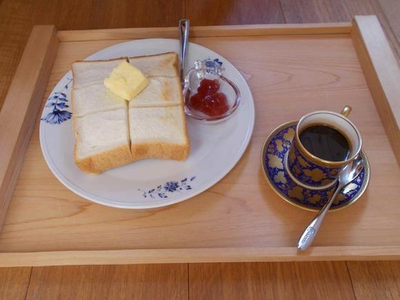 エスプレッソコーヒーとトースト