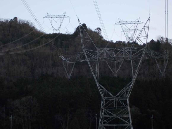 7山の上の鉄塔と比較すると、角の部分が長さ・角度が違いますね