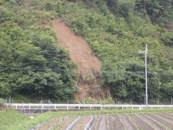 みくまりダムに行く道がまたまた崖崩れで通行できなくなりました