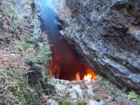 毘沙門洞を見る