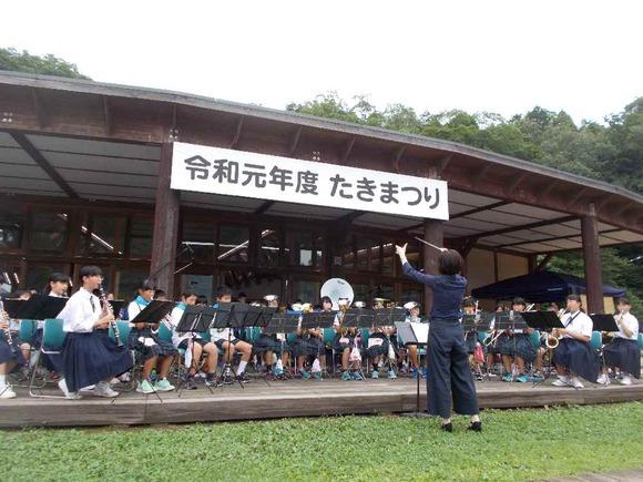 多紀小金管バンドと篠山東中吹奏楽部の合同演奏