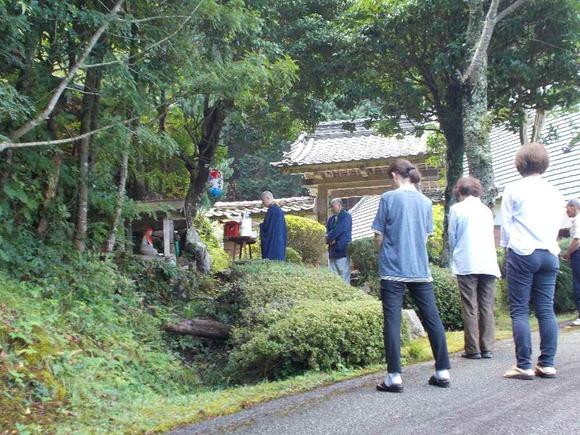藤坂の長谷寺門前にある延命地蔵尊での祀り