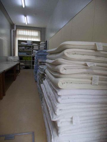 布団などが収容されたリネン室