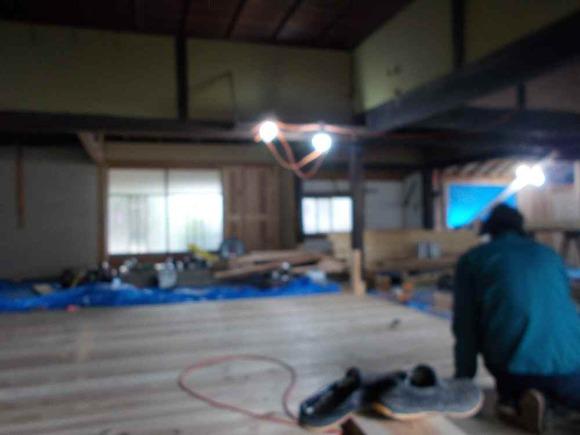 工事中の様子。写真がぼけています、申し訳ありません。