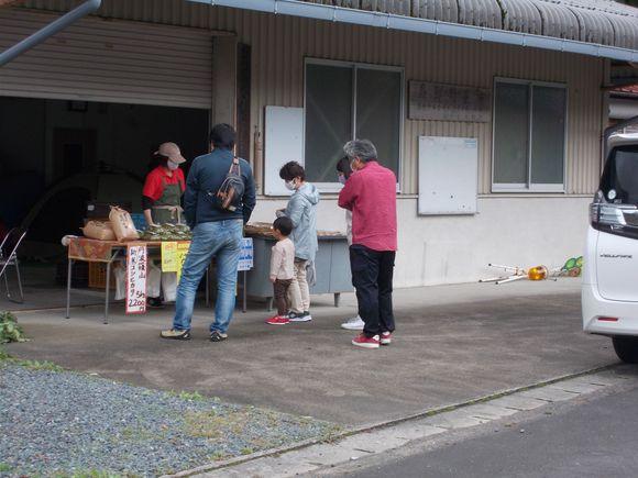 福井集落の国道沿いで