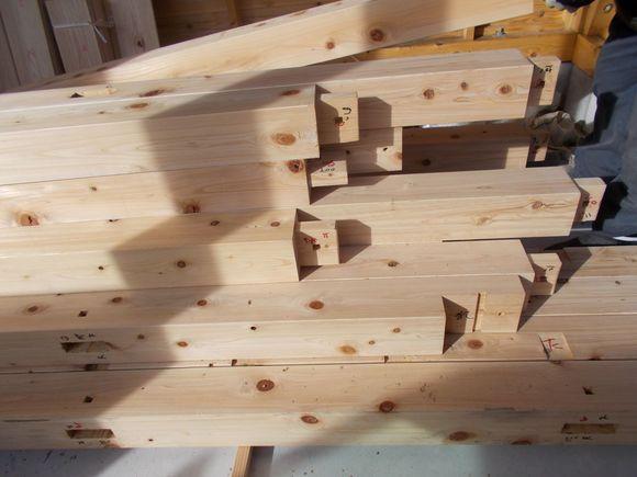 作業場で加工された木材