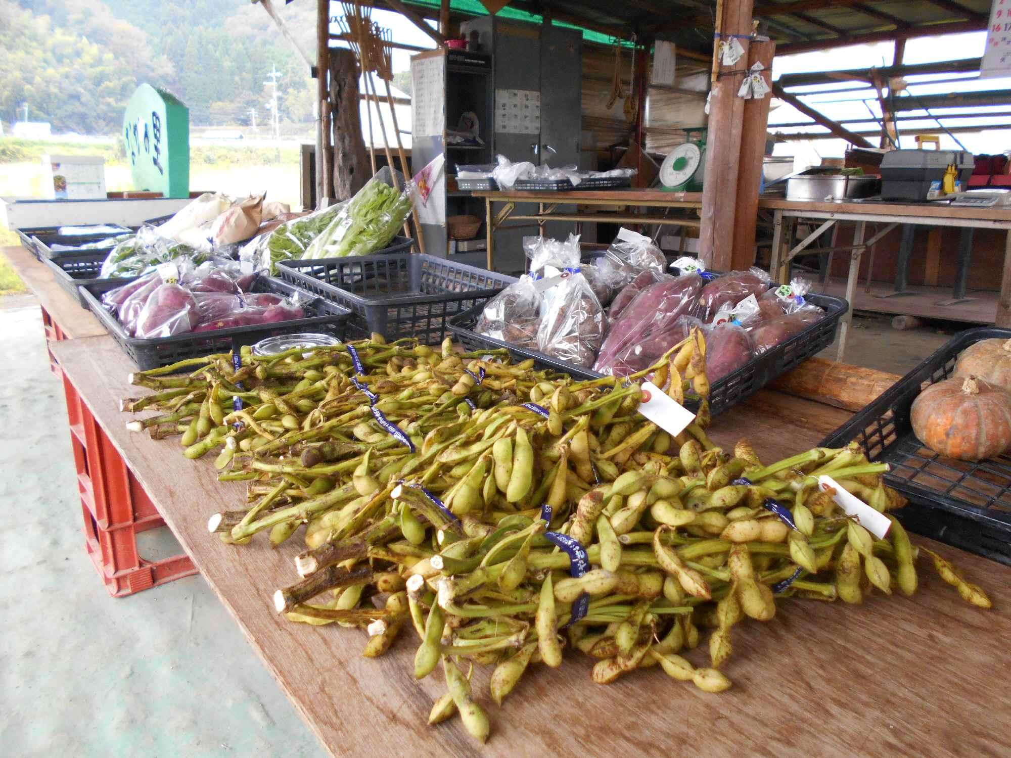朝市「なかの里」での最後の枝豆販売(29日)