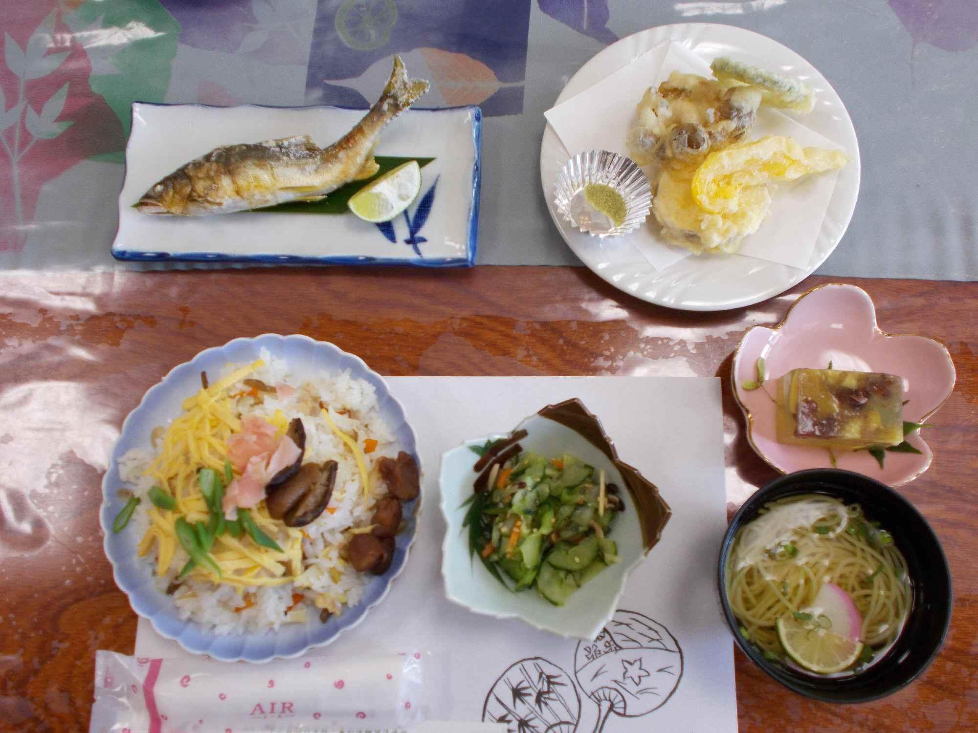 この日の昼食です。この地で採れたものを使った品々