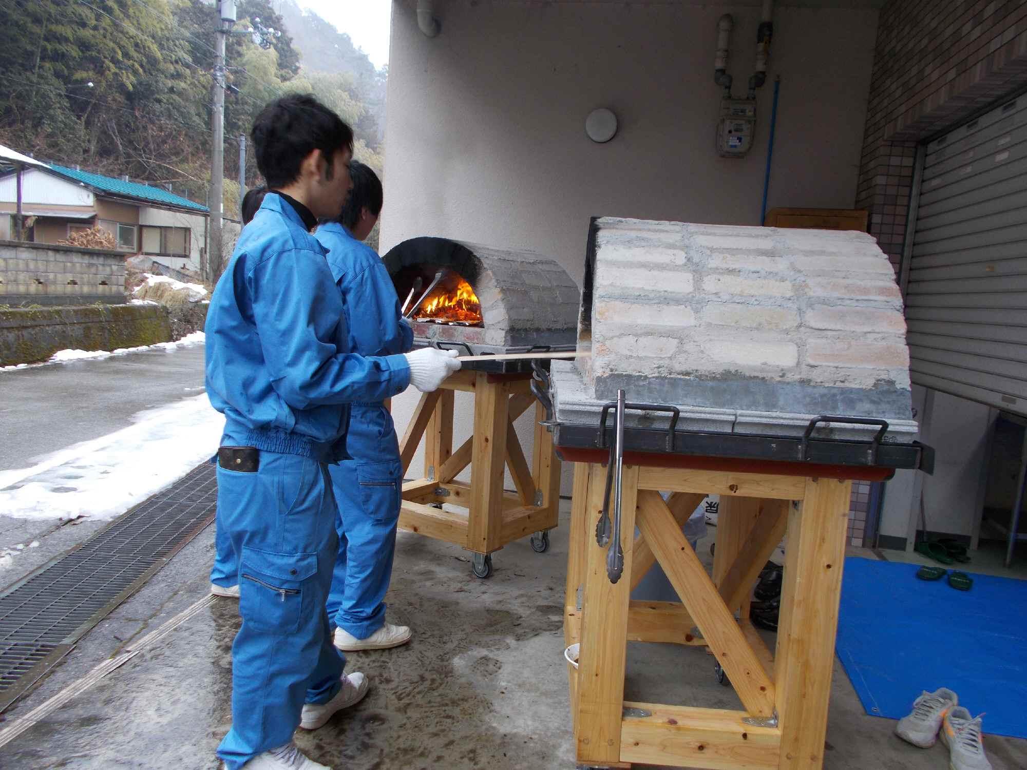 二基のピザ窯を製作して、この日試食させてもらいました
