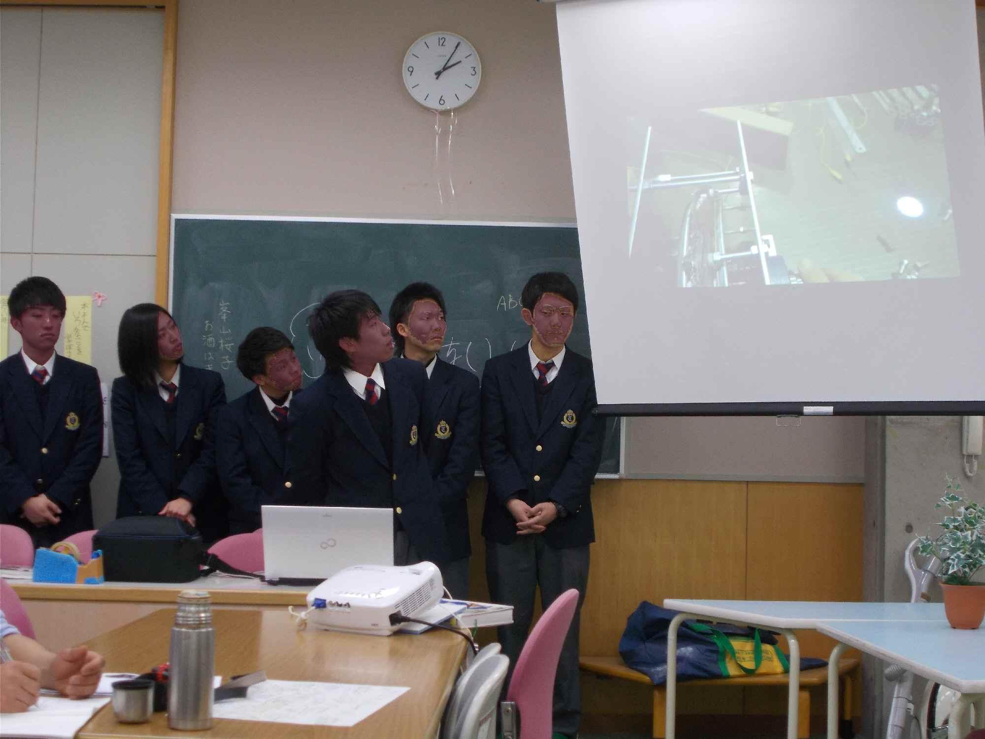 水車の羽根、発電機のコイル巻きなど一から製作したことを発表しました